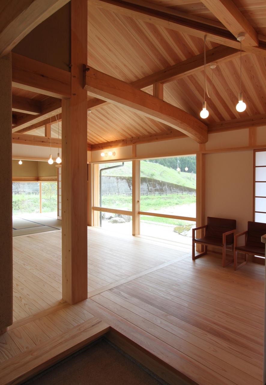 西粟倉の木の家
